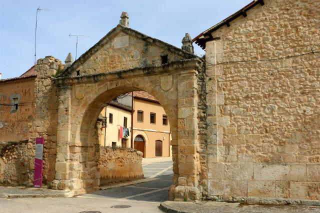 Arco de los Mesones de Gumiel de Izán - Destino Castilla y León