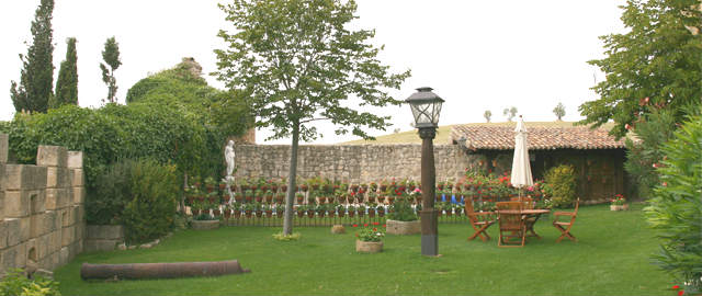 Patio de armas del castillo de Ampudia - Imagen de la Fundación Eugenio Fontaneda