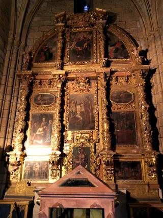 Altar y retablo de la Capilla de San Juan de la Regla - Destino Castilla y León