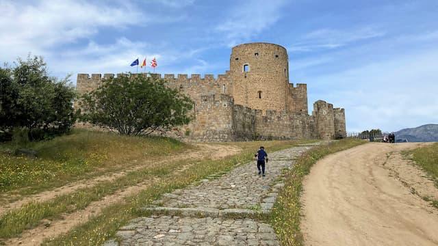 Subida al castillo de La Adrada - Destino Castilla y León