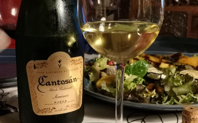 Maridaje del espumoso Cantosan Semiseco - Destino Castilla y León