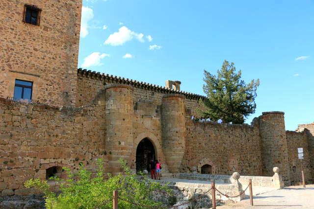 Entrada al Castillo de Pedraza - Destino Castilla y León