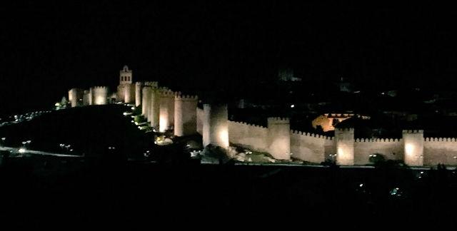 Murallas de Ávila por la noche - Destino Castilla y León