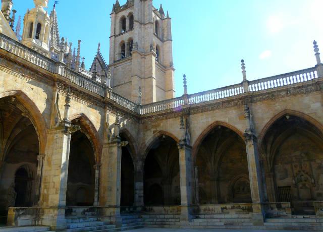 Claustro de la Catedral de León - Imagen de Wikipedia