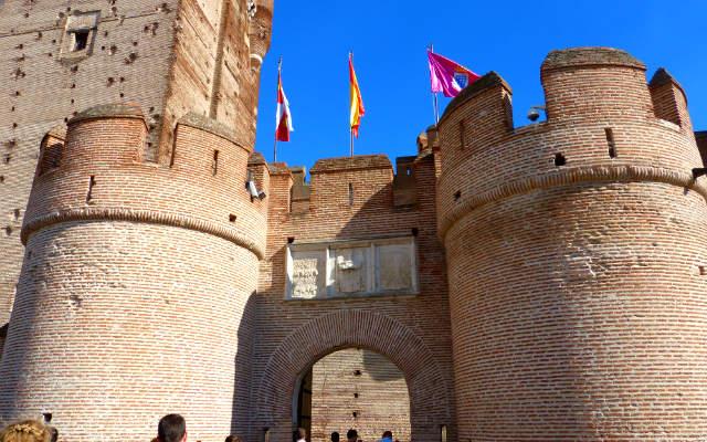 Entrada al Castillo de la Mota - Destino Castilla y León
