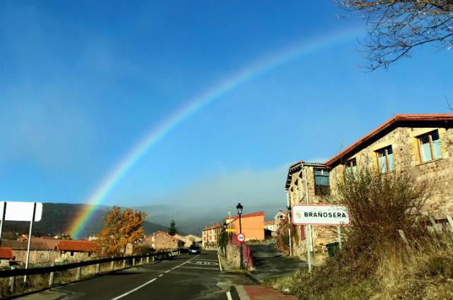 Llegando a Brañosera con el Arco Iris - Imagen de Brañosera.com