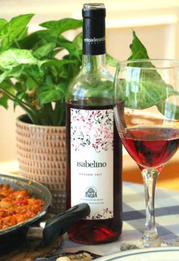 Copa de vino del rosado Isabelino de Bodegas Reina de Castilla - Destino Castilla y León