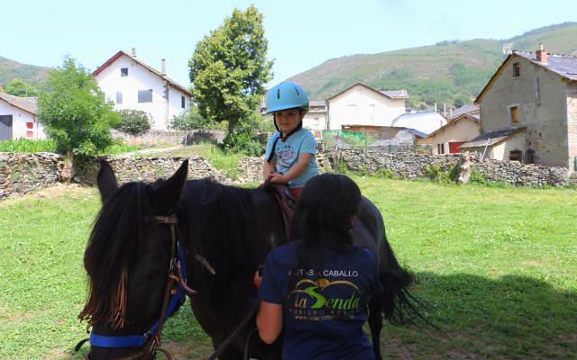 Paseo a caballo para peques - Destino Castilla y León