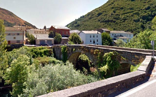 Riosocuro de Laciana desde la carretera - Destino Castilla y León