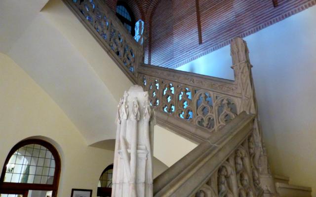 Escalera del Castillo de la Mota - Destino Castilla y León