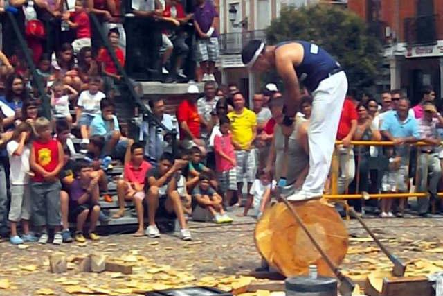 Competición de corta de troncos - Imagen de Revista Ibérica