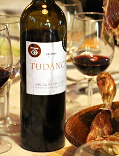 Vino tinto crianza de Vinos Tudanca para acompañar la comida - Destino Castilla y León