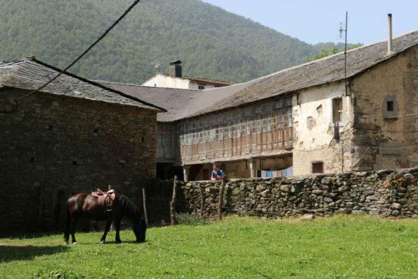 Granja La Senda en Caboalles de Abajo - Destino Castilla y León