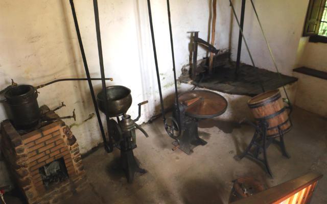 Máquinas originales de la Mantequería artesanal de Sosas de Laciana - Destino Castilla y León