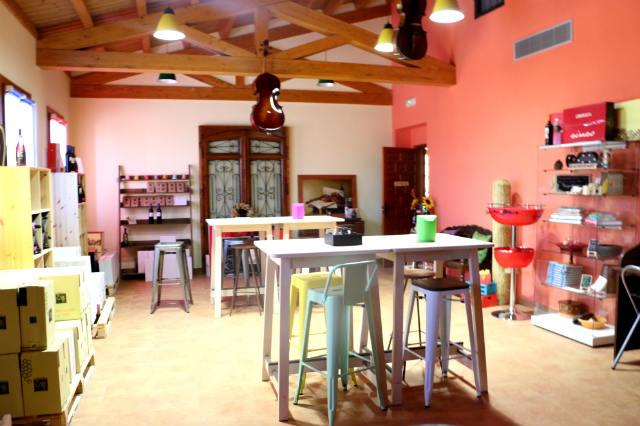Sala de catas pequeña y tienda - Destino Castilla y León