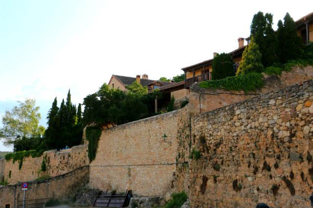 Murallas de Pedraza transformadas en Casas y Hoteles rurales - Destino Castilla y León