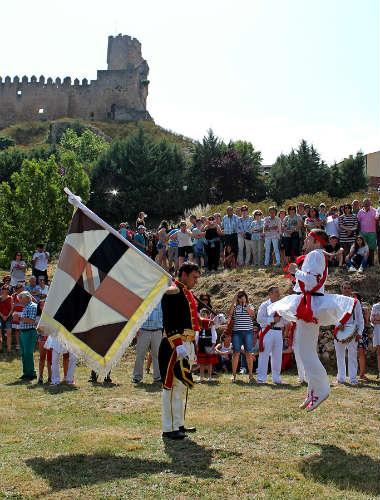 Fiesta del Capitán con su bandera - Imagen de Turismo Ciudad de Frías