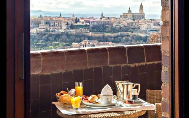 Segovia desde una habitación del Parador de Segovia - Imagen de Paradores
