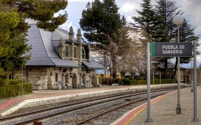 Estación ferroviaria de Puebla de Sanabria - Imagen de Volviendolavistaatras