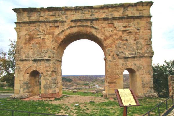 Arco de triunfo romano en Medinaceli - Imagen de Castillo en el Olvido