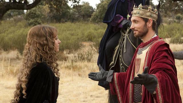 Isabel y su hermanastro y rey, Enrique IV en los Toros de Guisando - Imagen de Isabel la Serie de RTVE