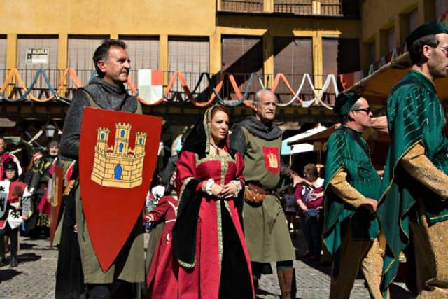 La reina Juana recorre el mercado - Imagen CIT