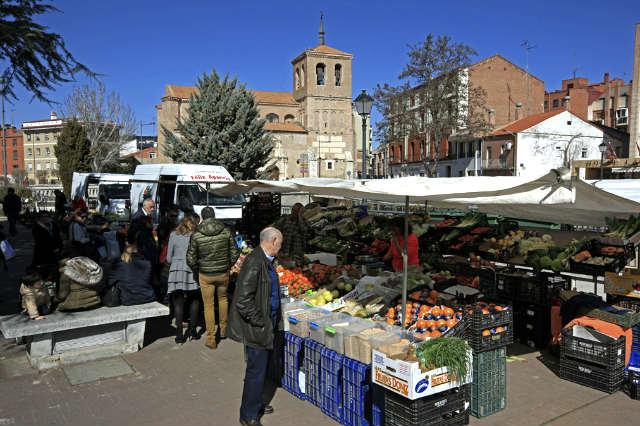 Mercado de calle en Medina del Campo - Imagen de Cardinalia
