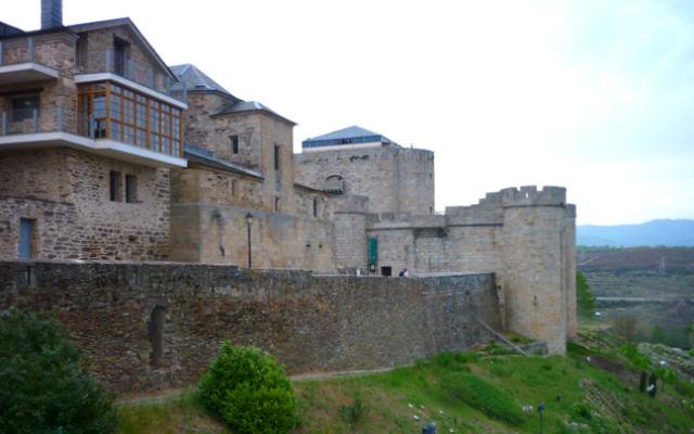 Murallas y Castillo de Puebla de Sanabria - Imagen de Ketari en Nirudia