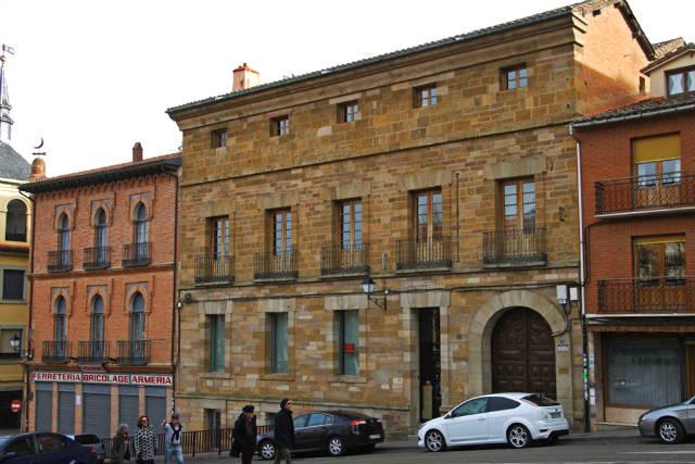 Palacio de los Condes de Patilla y Casa Donci, junto al edificio de Correos - Imagen de Cardinalia