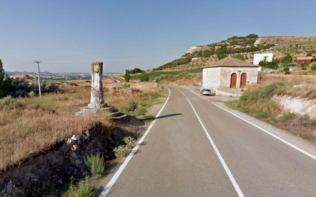 Rollo de justicia y ermita del Cristo a la entrada de Curiel del DueroRollo de justicia y ermita del Cristo a la entrada de Curiel del Duero