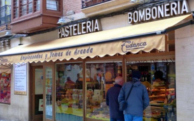 Pastelerias Tudanca en la Calle Isillas de Aranda de Duero - Destino Castilla y León