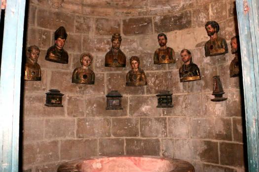 Baptisterioy y colección de relicarios en la Iglesia de Santa María - Destino Castilla y León