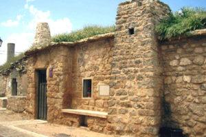 Entrada al Aula de Interpretación de los Vinos de Cigales en Mucientes - Imagen de Wikipedia