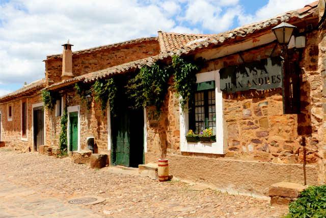 Entrada al Mesón restaurante Casa Juan Andrés - Destino Castilla y León
