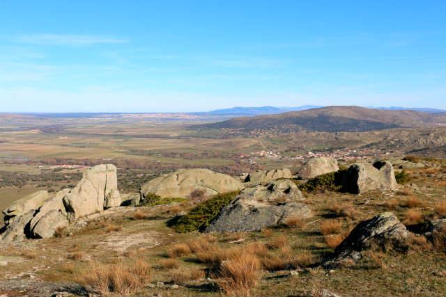 Formaciones rocosas en el Castro de Ulaca y vistas de la meseta - Destino Castilla y León