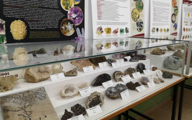 Exposición de minerales del Aula Geológica de Robles de Laciana - Destino Castilla y León