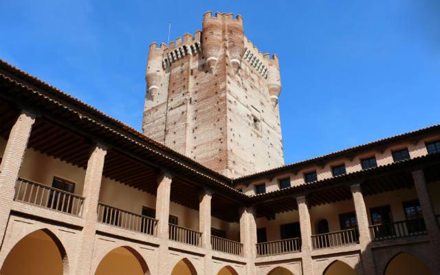 Torre del homenaje desde el interior de la fortaleza - Destino Castilla y León