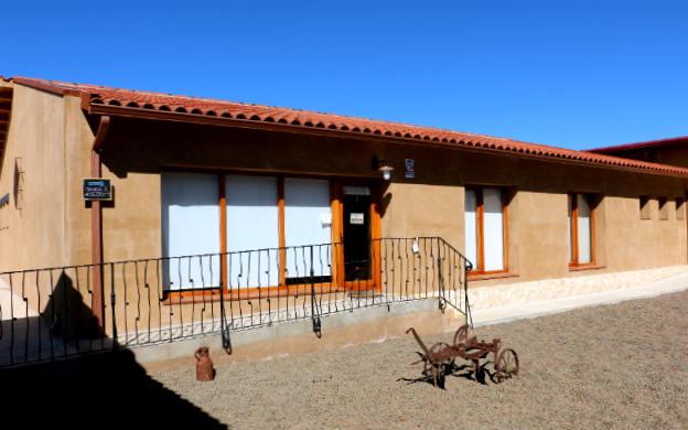 Entrada a las oficinas de Bodega Liberalia - Destino Castilla y León