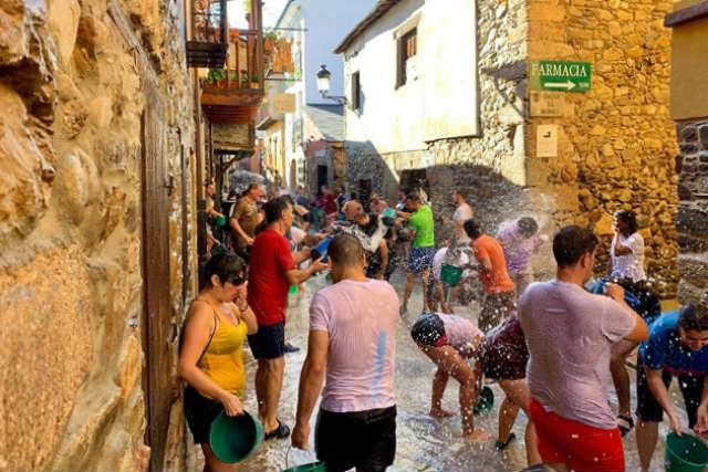 Fiesta del agua en Molinaseca - Imagen de iLeón