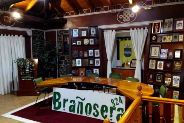 Salón de plenos del Ayuntamiento de Brañosera - Imagen de Periodismo de Viajes