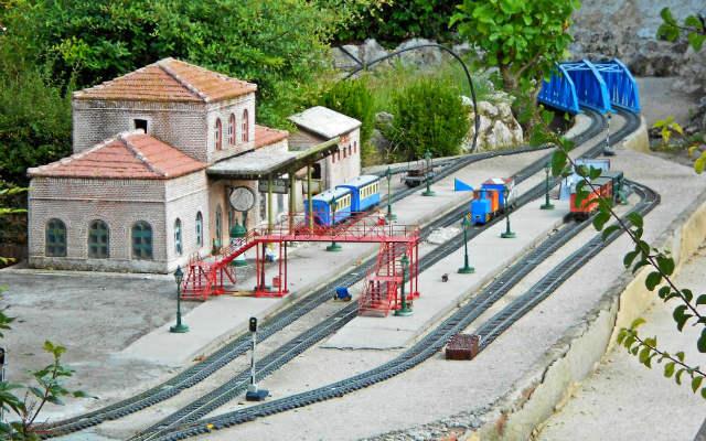 Estación ferroviaria a escala en el Parque temático - Destino Castilla y León