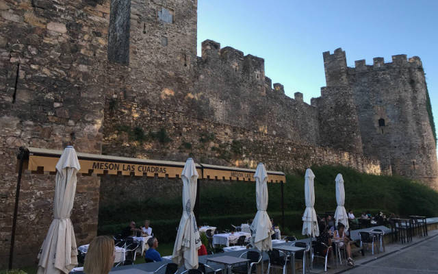 Vistas del Castillo desde el Mesón las Cuadras de Ponferrada - Destino Castilla y León