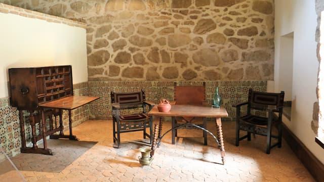 Estancias rehabilitadas del Castillo de La Adrada - Destino Castilla y León