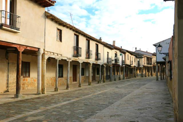 Calles porticadas del centro histórico de Ampudia - Destino Castilla y León