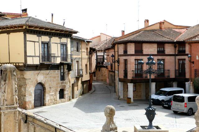 Plaza mayor de Gumiel de Izán - Destino Castilla y León