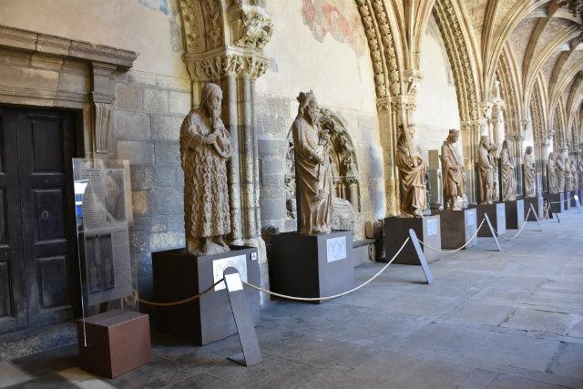 El sueño de la luz_Esculturas del pórtico _ Destino Castilla y León