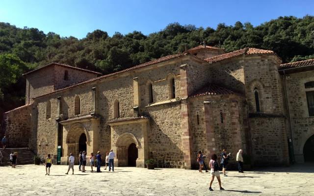 Lateral del Monasterio de Santo Toribio de Liébana – Destino y Sabor