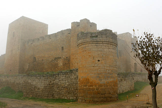 El Castillo Encantado en la niebla - Destino Castilla y León