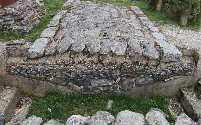 Corte de la Calzada romana en la Ruta de la Vía de la Plata en Fuenterroble de Salvatierra, Salamanca - Imagen de Historiadelascivilizaciones