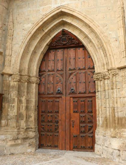 Puerta de acceso a la Colegiata